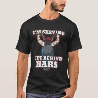 Camiseta Estoy sirviendo vida detrás de motoristas de las