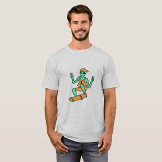 Camiseta extranjera que anda en monopatín