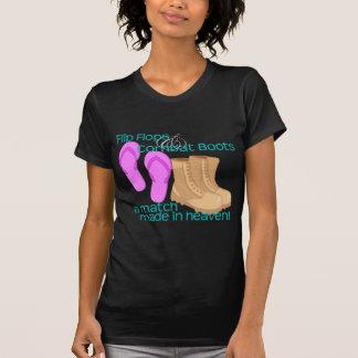 Camiseta Flips-flopes y botas de combate