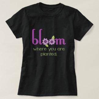 Camiseta Floración donde usted está oscuridad inspirada