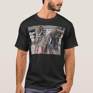 Camiseta Frenos y pedazos de cuero gastados del caballo