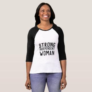Camiseta Fuerte, independiente, mujer