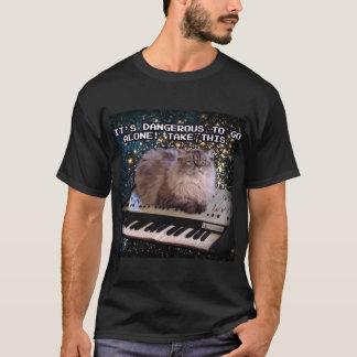 Camiseta Gato en un teclado en Internet del espacio