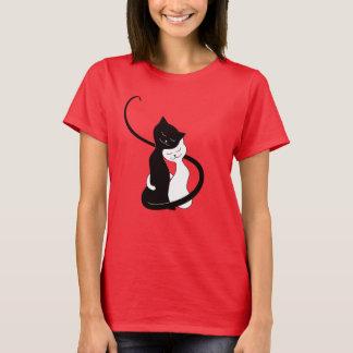 Camiseta Gatos blancos y negros lindos en amor