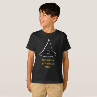 Camiseta Gorra de la magia negra, cita latina del oro,