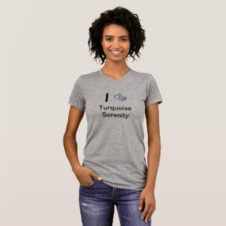 Camiseta gris con los corazones en ella