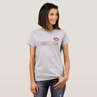 camiseta gris del #cawfeetawk (con los labios)