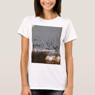 Camiseta Grúas del vuelo en un lago