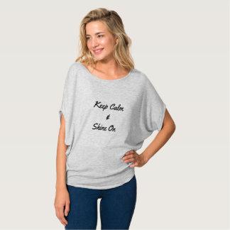 Camiseta Guarde la calma y brille encendido