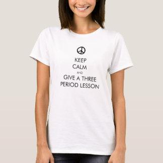 Camiseta Guarde la calma y dé una lección de tres períodos