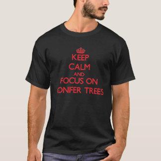 Camiseta Guarde la calma y el foco en árboles de la