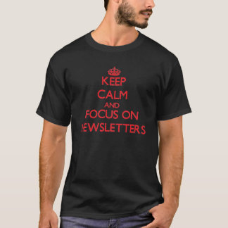 Camiseta Guarde la calma y el foco en los hojas informativa