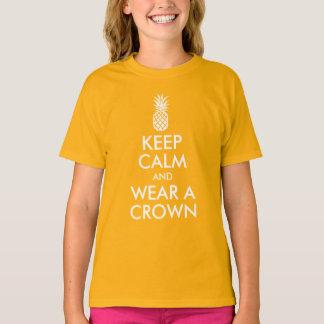 Camiseta Guarde la calma y lleve una corona de la piña