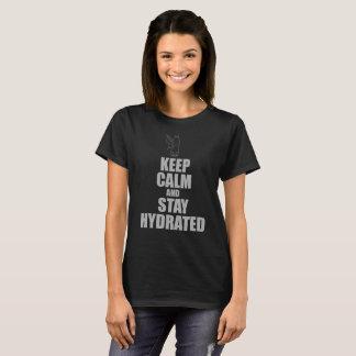 Camiseta Guarde la calma y permanezca los colores oscuros
