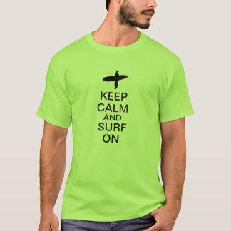 Camiseta Guarde la calma y practique surf encendido