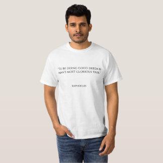 """Camiseta """"Hacer buenos hechos es el tas más glorioso del"""