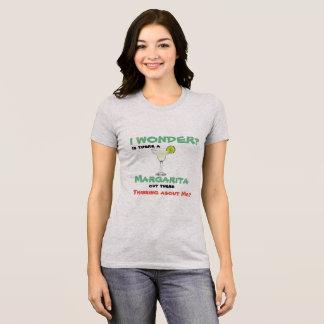 Camiseta ¿Hay una MARGARITA hacia fuera allí que piensa en