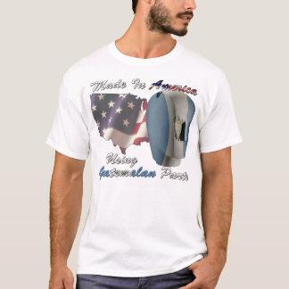 Camiseta Hecho en América usando piezas guatemaltecas