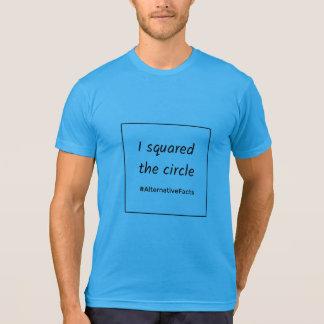 Camiseta Hechos divertidos de la alternativa del círculo
