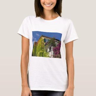 Camiseta Hojas coloridas en casa