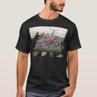 Camiseta Horno pasado de moda del herrero. Carbones