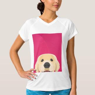 Camiseta Ilustracion Retriver de oro con el fondo rosado