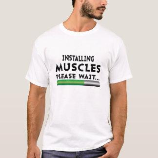 Camiseta Instalando los músculos satisfaga esperan la