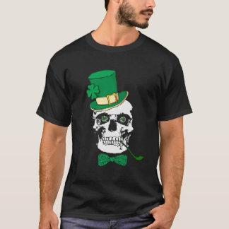 Camiseta irlandesa del negro del cráneo
