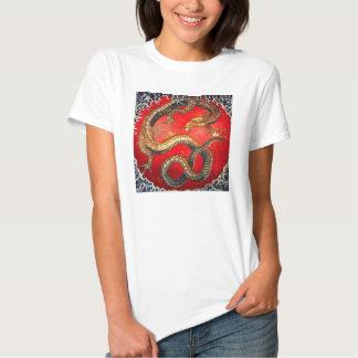 Camiseta japonesa del dragón del oro de Hokusai