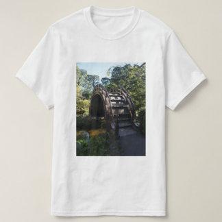 Camiseta japonesa del puente del tambor del jardín
