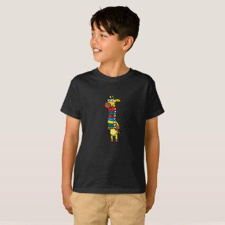 Camiseta Jirafa que sostiene los libros