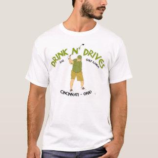 Camiseta La bebida N conduce la barra y la gama de golf