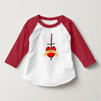 Camiseta la daga del amor perforó el corazón