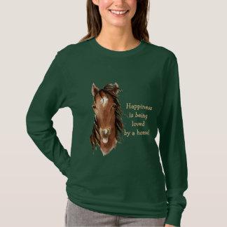 Camiseta La felicidad está siendo amada por un caballo -