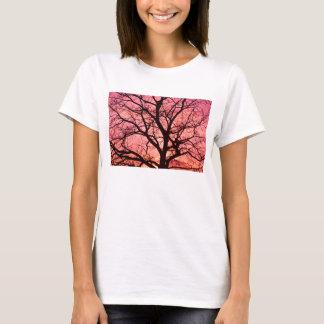 Camiseta La igualación se ruboriza silueta del árbol