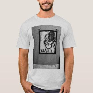 Camiseta La realidad chupa