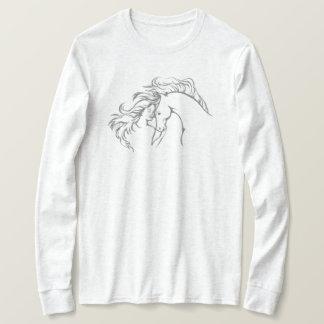 Camiseta larga azotada por el viento de la manga