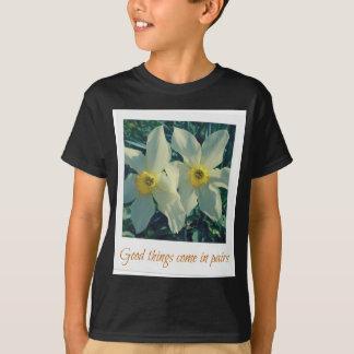 Camiseta las buenas cosas vienen en pares