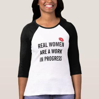 Camiseta Las mujeres reales son obras en fase de creación