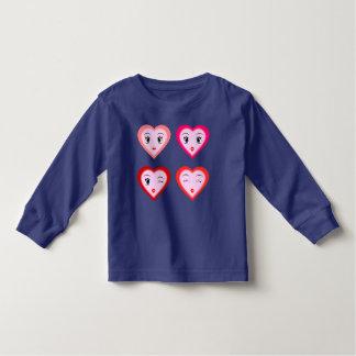 Camiseta linda de los corazones para los niños