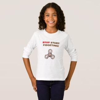 Camiseta lista del hilandero de la persona agitada