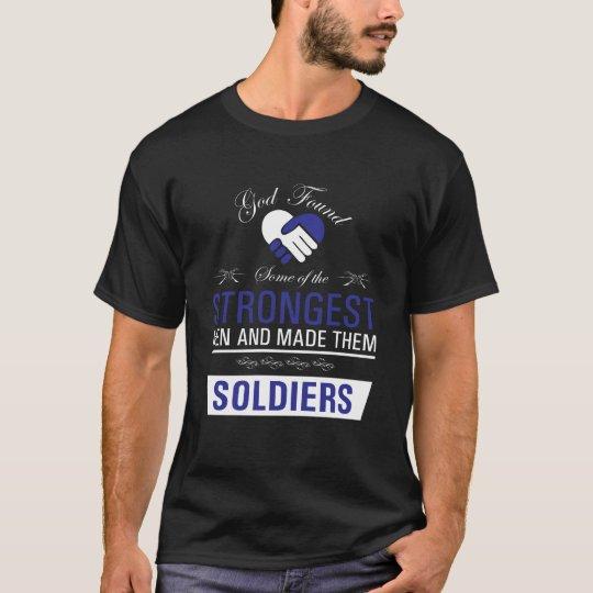 Camiseta Los hombres más fuertes son soldados que elevan la