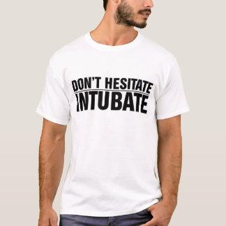 Camiseta ¡Los hombres no vacilan, Intubate!