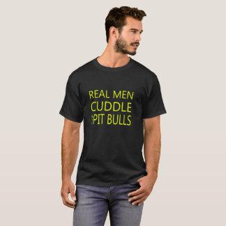Camiseta Los hombres reales abrazan sus pitbulls -