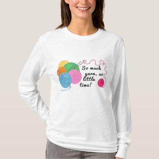 Camiseta Madejas del hilado que describen cómo es poca hora