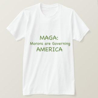 Camiseta MAGA: Los Imbéciles están gobernando América