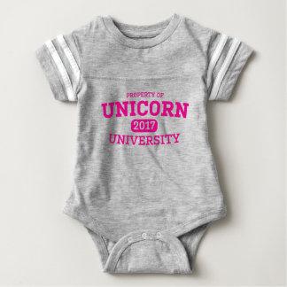 Camiseta mágica del atletismo de la universidad