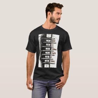 Camiseta Mantenga en la conducción de clavos el cemento
