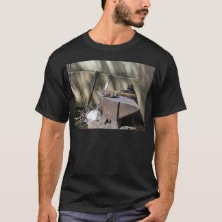 Camiseta Martillo del herrero que descansa sobre el yunque