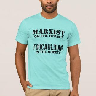 Camiseta Marxista en la calle/el Foucauldian en las hojas
